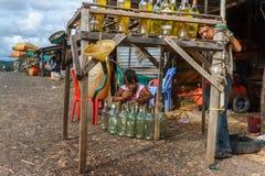 De post van de Streetsidebenzine in Sihanoukville, Camboida Royalty-vrije Stock Afbeeldingen