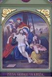 de 13de Posten van het Kruis, het lichaam van Jesus wordt ` verwijderd uit het kruis Stock Foto's