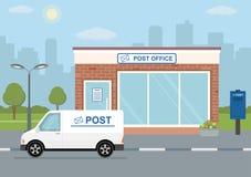 De postkantoorbouw, leveringsvrachtwagen en brievenbus op stadsachtergrond vector illustratie