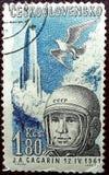De postzegel in Tsjecho-Slowakije wordt gedrukt toont een portret van de kosmonaut van de USSR Yuri Gagarin dat 12 april ruimteva royalty-vrije stock afbeelding
