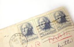 De postzegels van de V.S. op envelop royalty-vrije stock afbeeldingen