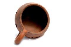 De pot/de kaars houder gemaakte †‹â€ ‹van klei op een witte achtergrond ligt Stock Foto's