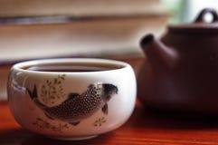 De pot en het theekopje van de thee stock afbeelding