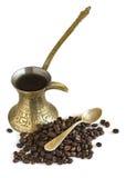 De pot van de koffie met koffiebonen Royalty-vrije Stock Foto's