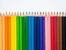 De potloden van de close-upkleur op witte achtergrond worden geïsoleerd die De conc kunst stock afbeeldingen