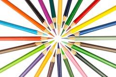 De potloden van de kleur die op witte achtergrond worden geïsoleerd Royalty-vrije Stock Afbeeldingen