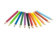 De potloden van de kleur die op witte achtergrond worden geïsoleerdu Stock Foto