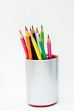 De potloden van de kleur in een kruik Stock Foto