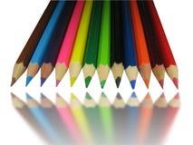 De potloden van de kleur met spiegelbezinning Stock Fotografie
