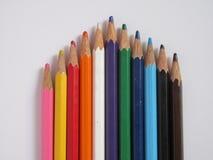 De potloden van de kleur op een witte achtergrond Stock Afbeeldingen