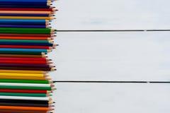 De potloden van de kleur op een witte achtergrond Stock Fotografie