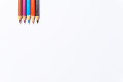 De potloden van de kleur op witte achtergrond sluiten omhoog Royalty-vrije Stock Foto's