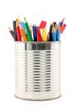 De potloden van de kleur in tin Royalty-vrije Stock Foto