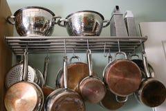 De Potten en de Pannen van de keuken Stock Foto's