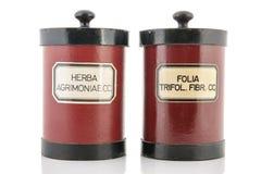 De potten van de apotheker met ingrediënten voor medicins Royalty-vrije Stock Afbeelding