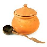 De potten van de waterklei en kokosnotenshell gietlepel/Thais aardewerk Stock Afbeelding