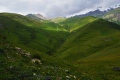 de pracht van de bergen van de Kaukasus Stock Fotografie