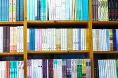 De prachtig verfraaide boeken in de boekbibliotheek Stock Fotografie