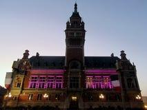 De prachtig verlichte historische bouw in Dunkirk Stock Afbeelding