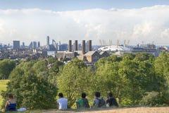 De prachtige mening van het Waarnemingscentrum die van Greenwich in gezichten zoals Docklands en de Koninklijke Zeeuniversiteit i Stock Afbeeldingen