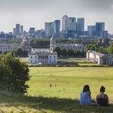 De prachtige mening van het Waarnemingscentrum die van Greenwich in gezichten zoals Docklands en de Koninklijke Zeeuniversiteit i Stock Foto's