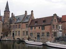 De prachtige oude bouw van Europa, België, West-Vlaanderen, Brugge op de Bank van het kanaal, beeld nummer twee royalty-vrije stock foto's