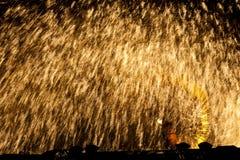 De prachtige uitbarsting van de ijzersmelting stock afbeelding