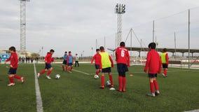 De Praktijk van het de jeugdvoetbal in Europa stock videobeelden