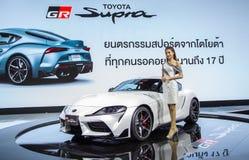 De presentator introduceert Toyota Supra royalty-vrije stock afbeeldingen