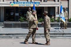 De president van de Oekraïne Petro Poroshenko heeft de militair toegekend Stock Foto