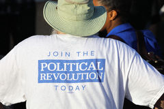 De presidentiële Kandidaat Bernie Sanders verzamelt verdedigers in Sant Royalty-vrije Stock Fotografie