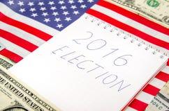 De Presidentsverkiezing van de V.S. 2016 met Amerikaanse vlag Royalty-vrije Stock Foto's