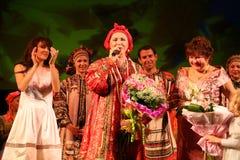 De prestaties op het stadium van de nationale volkszanger van Russische babkina van liederennadezhda en theater Russisch lied Royalty-vrije Stock Fotografie