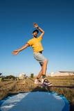 De prestaties van Andre antunes Slackline Royalty-vrije Stock Foto's