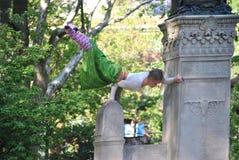 De prestaties van circuskunsten in openlucht Stock Afbeeldingen