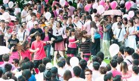De Prestaties van de dans in Pinkdot Stock Afbeelding