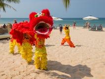 De prestaties van het nieuwjaar op het strand Stock Fotografie