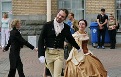 De prestaties van promotors en dansers van het ensemble van historisch kostuum en dans Persona Viva Stock Foto