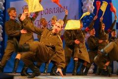 De prestaties van Russische militairen, dansers van lied en dansensemble van het militaire district van Leningrad Stock Foto's
