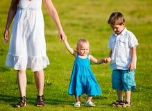De pret van de familie in openlucht royalty-vrije stock afbeelding