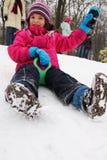 De pret van kinderen op de sneeuw stock fotografie
