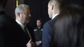 De prins William, Hertog van Cambridge, komt Al Gore Vice-President van de Verenigde Staten samen stock videobeelden