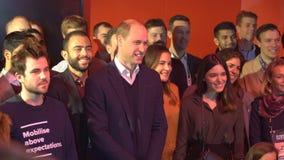 De prins William, Hertog van Cambridge, komt PwC-werknemers bij het opstarten en technologie-gebeurtenissneeuwbrij samen tijdens  stock videobeelden