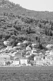 De privé bouw door de Adriatische kust in zwart-wit Kroatië royalty-vrije stock fotografie