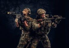 De priv? contractanten van de veiligheidsdienst, de elite speciale eenheid die, volledige beschermende militairen naar de doelste stock fotografie