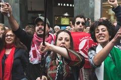 De pro-Palestijnse demonstratiesystemen betwisten de Joodse Brigade Stock Foto's