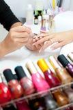 De procedure van de manicure, close-up Stock Afbeeldingen