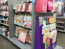 De producten die van de giftverpakking bij supermarkt verkopen Stock Afbeelding