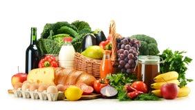 De producten van de kruidenierswinkel met inbegrip van groenten, vruchten, zuivelfabriek en dranken royalty-vrije stock fotografie