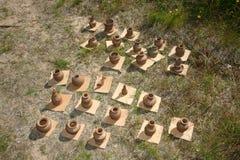 De producten van volksmeesters van de Pottenbakker op de markt van de de zomerprovincie Stock Foto